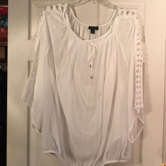 I N Studio Tops Beautiful White Blouse With Cutout Sleeve Detail